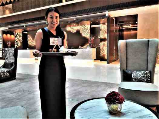 image-of-lancaster-bangkok-hotel-lobby-welcome-drink