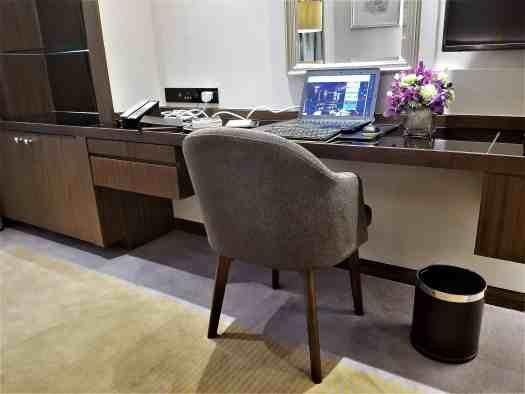 image-of-lancaster-bangkok-hotel-workstation