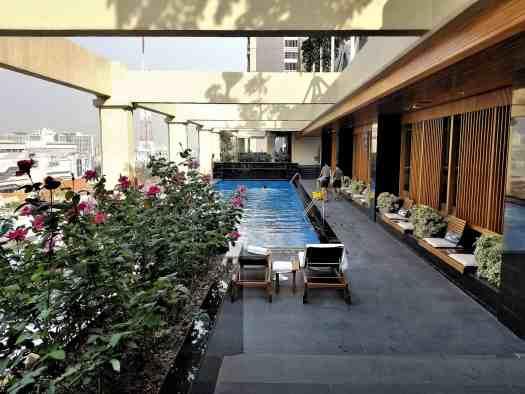 image-of-lancaster-bangkok-hotel-rooftop-swimming-pool