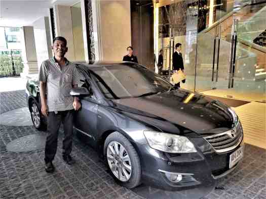 image-of-taxi-at-lancaster-bangkok-hotel-entrance