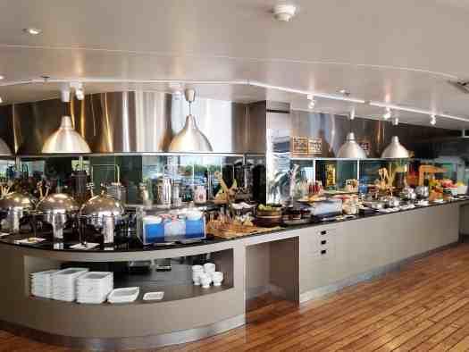 image-of-sea-restaurant-breakfast-buffet-hotel-baraquda-pattaya-thailand