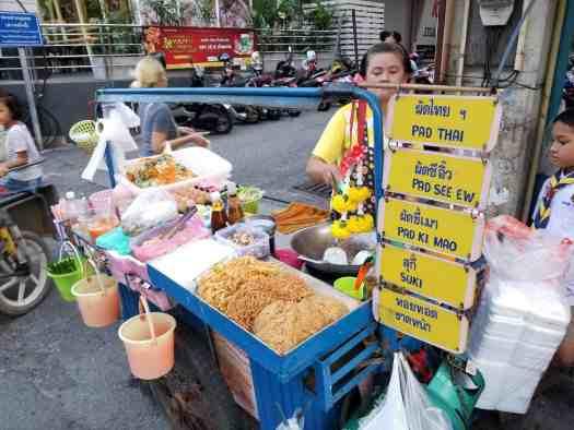 image-of-street-food-vendor-in-pattaya-thailand
