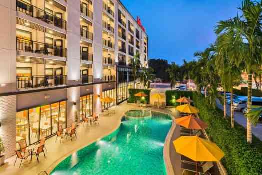 swimming-pool-at-ibisi-hua-hin-hotel-in-thailand