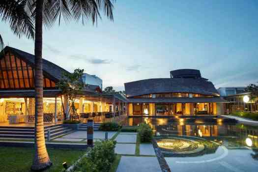 public-spaces-at-veranda-resort-hua-hin-hotel-thin-ailand