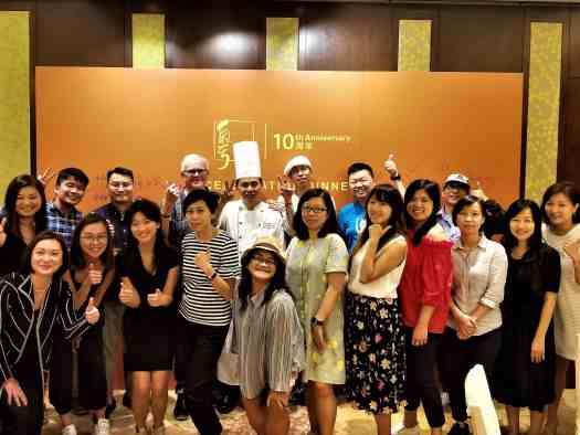 image-of-food-critics-at-Hong-Kong-Chinese-restaurant