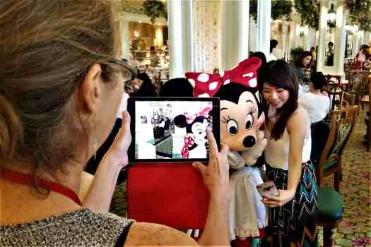 image-of-minnie-mouse-at-hong-kong-disneyland-hotel-enchanted-garden-character-breakfast