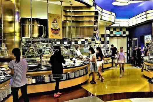 image-of-hot-entries-at-chef-mickey-restaurant-at-disneys-hollywood-hotel-in-hong-kong