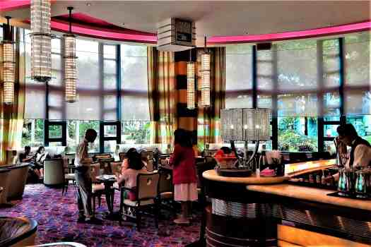 image-of-dining-area-of-studio-lounge-at-disneys-hollwyood-hotel-in-hong-kong