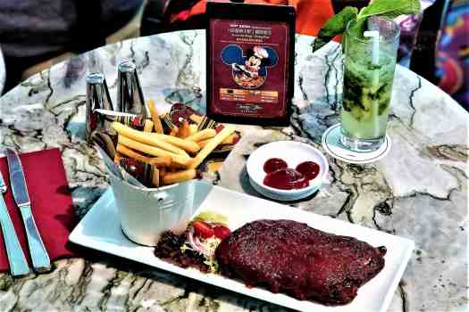 image-of-barbecue-spareribs-at-studio-lounge-at disneys-hollywood-hotel-in-hong-kong