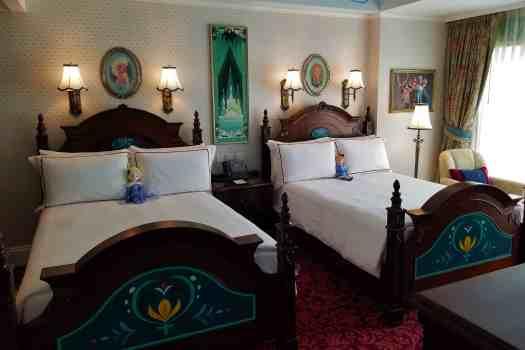 image-of-hong-kong-disneyland-hotel-frozen-suite-double-beds