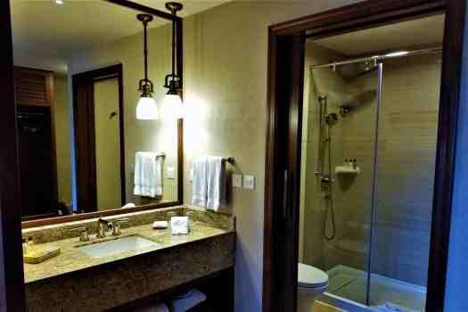 image-of-explorers-lodge-hong-kong-disneyland-hotel-room-bathroom