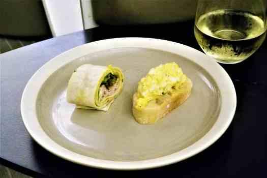 70daa-hkia-cx-business-class-class lounge (3)