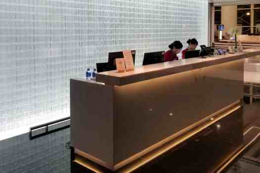 70daa-hkia-cx-business-class-lounge-3.jpg