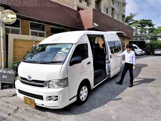 image-of-hotel-shuttle-bus-driver