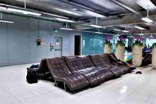 image-of-lounge-chairs-at-bangkok-international-airport