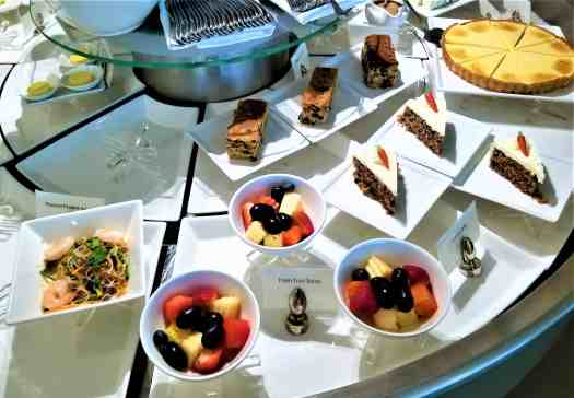 image-of-emirates-airline-lounge-fruit-salads-desserts-at-bangkok-airport-