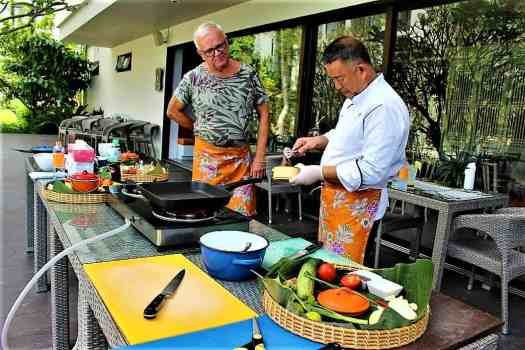 image-of-thai-chef-at-thai-cooking class
