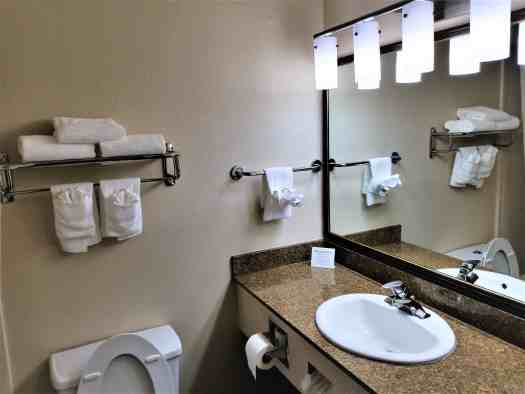 image-of-quality-inn-&-suites-south-san-francisco-bathroom