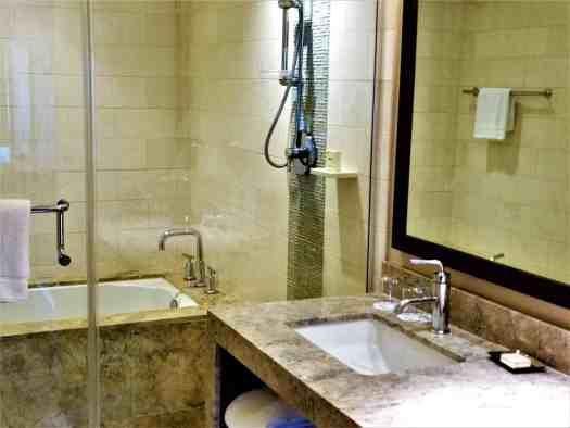image-of-san-francisco-hotel-fairmont-heritage-place-ghirardelli-square-master-bathroom