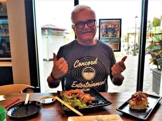 image-of-diner-at-mikuni-japanese-restaurant-sushi-bar-concord-california @visitconcordca