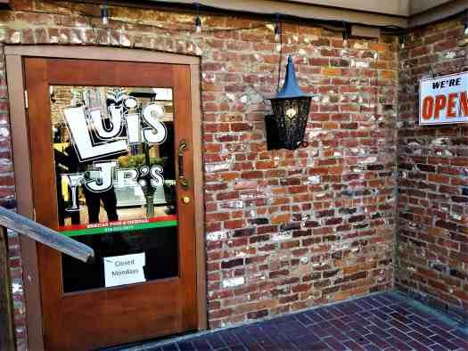 image-of-sacramento-restaurant-luis-jrs-mexican-food-entrance @visitsacramento