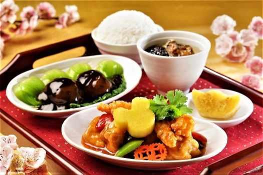 chinese set meal at hong kong disneyland