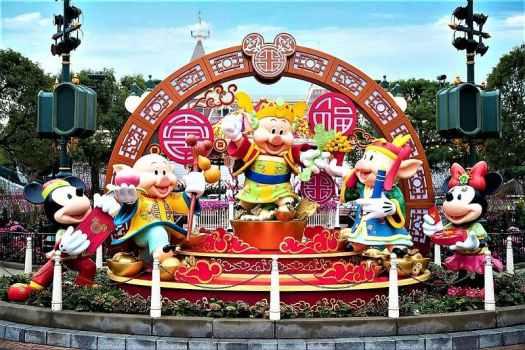 Year-of-the-Pig-festivities-at-Hong-Kong-Disneyland