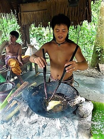descendant-of-headhunter-cooking-demonstration