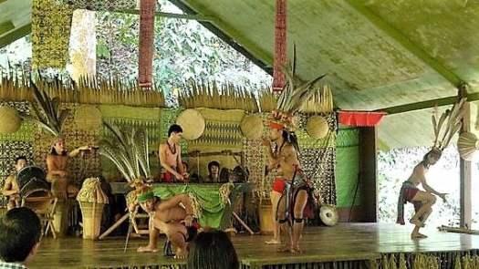 dancers-perfroming-at-mari-mari-cultural-village