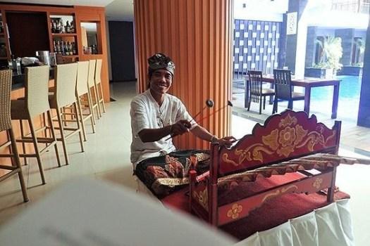 traditional-musician-in-grandy-hardeys'-hotel-seminyak-bali