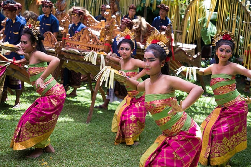 balinese-dancers-performing-at-bali=spirit-festival