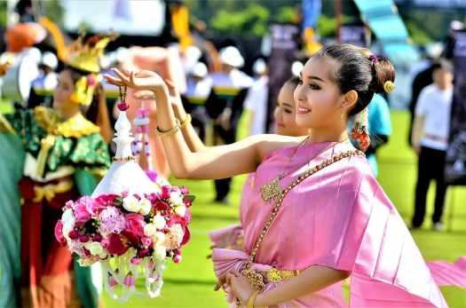 thai-dancers-open-elephant-boat-races-in-bangkok
