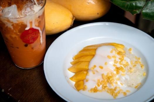 mango-sticky-rice-with-Thai-milk-tea