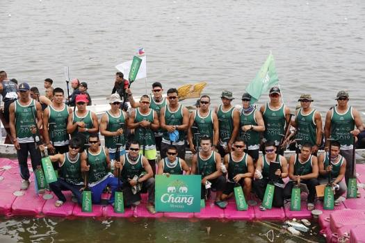 chang-rowers-posing-after-race