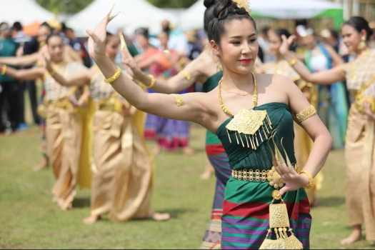 thai-dancers-performing-at-opening-ceremony