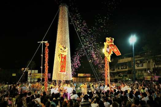 bun-festival-bamboo-tower-covered-in-buns