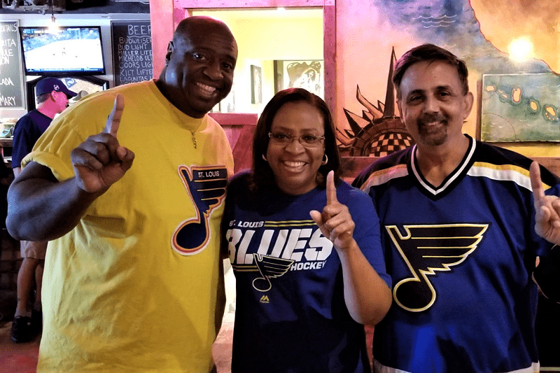 st-louis-blues-fans-at-frashers-smokehouse-in-phoeniix-arizona