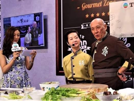 cooing-demonstration-at-the-hong-kong-food-fair