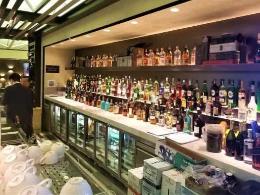 hong-kong-airport-centurion-lounge-bar