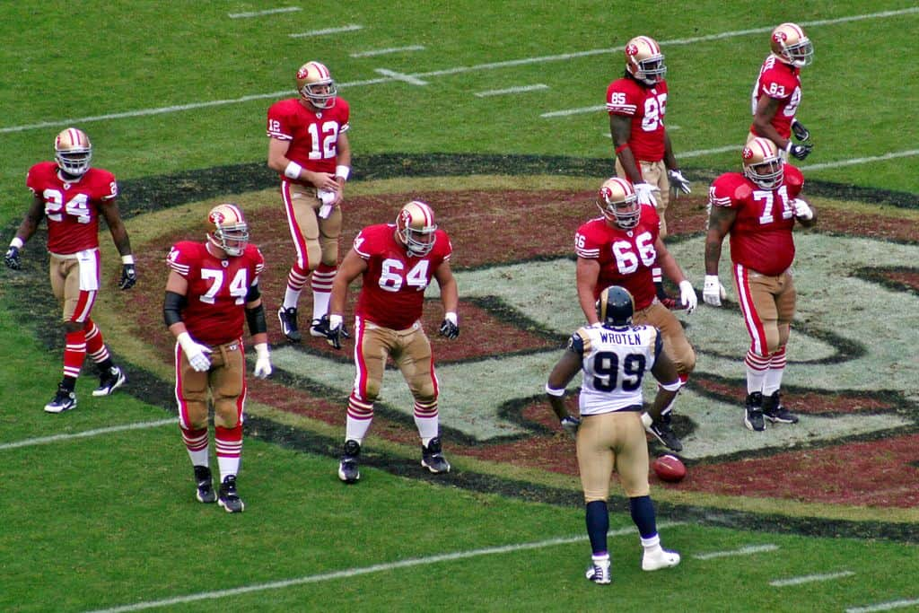 san-francisco-49ers-playing-football