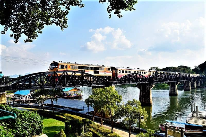 train-crossing-river-kwai-bridge