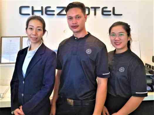 chezzotel-pataya-hotel-staff