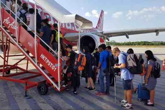 passengers-boarding-airasia-airplane
