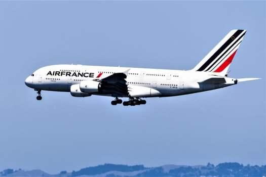 Air France aircraft preparing for landing at San Francisco International Airport (SFO)