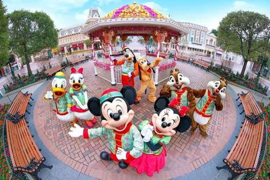 mickey-mouse-and-friends-in-chinese-new-year-costumes