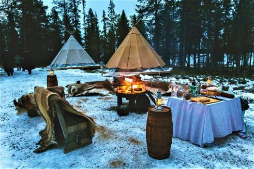 glamping-is-popular-in-lapland-sweden-in-january