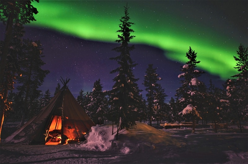 norothern-lights-in-Jukkasjärvi-lapland