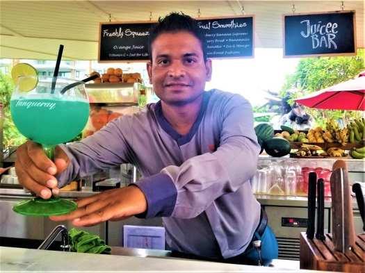 mixologist-serving-a-rum-cocktail
