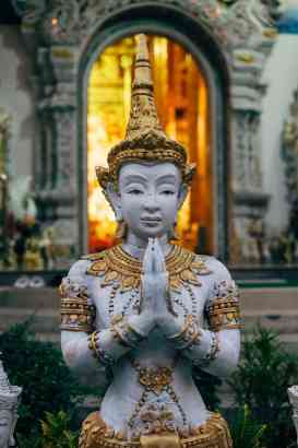 praying-statue