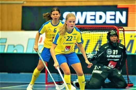 womens-floorball-match-between-sweden-and-finland
